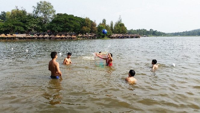 Adams Apple Club Boys day Huay Ting Tao lake